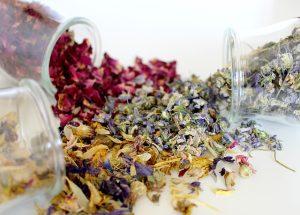 naturalne ekstrakty w maseczkach pomogą na trądzik